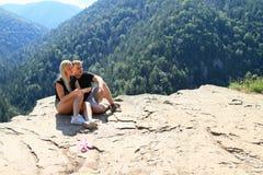 Couples sur la vue de Thomasdans le paradis slovaque Photos stock