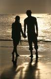 Couples sur le coucher du soleil Photos libres de droits