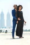 Couples sur le fond des gratte-ciel Image libre de droits