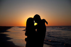 Couples sur le lever de soleil Photo libre de droits