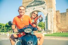 Couples sur le scooter Photographie stock