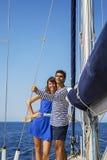 Couples sur le voilier photos libres de droits