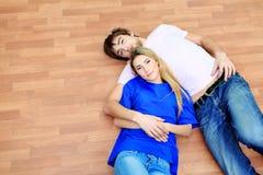 Couples sur un étage photos libres de droits