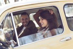 Couples sur un voyage par la route Image libre de droits
