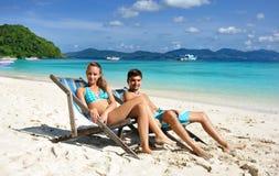 Couples sur une plage Photographie stock