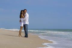 Couples sur une plage Images stock