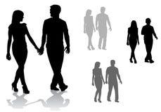 Couples sur une promenade Photographie stock libre de droits