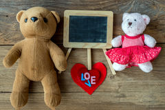 Couples Teddy Bears Rétro style romantique de vintage sur le bois Images stock