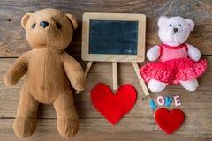Couples Teddy Bears Rétro style romantique de vintage sur le bois Images libres de droits