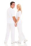 Couples tenant des mains image stock