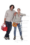 Couples tenus avec l'antenne photo libre de droits
