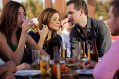 Couples traînant avec des amis Photo stock