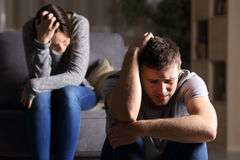 Couples tristes après interruption  Image libre de droits