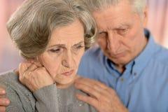 Couples tristes d'aîné Photo stock