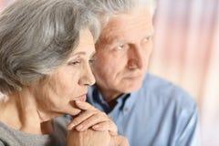 Couples tristes d'aîné Photographie stock libre de droits