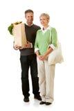 Couples : Utilisant des sacs de papier et d'épicerie de tissu Photographie stock