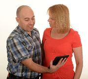 Couples utilisant l'ipad Photos libres de droits