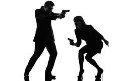 Couplez la silhouette révélatrice de criminel d'agent secret d'homme de femme photos stock