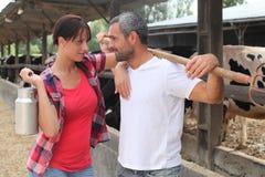 Couples établissant le contact visuel images libres de droits