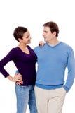 Couplez les paires dans étreindre d'amour d'isolement sur le blanc Image libre de droits