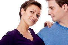 Couplez les paires dans étreindre d'amour d'isolement sur le blanc Photographie stock libre de droits