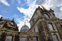 Coupole de l'Albertinum et du beau ciel Dresde, Allemagne Images libres de droits