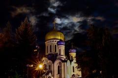 Coupole de la cathédrale orthodoxe croisée sainte dans Uzhgorod, Ukraine image libre de droits