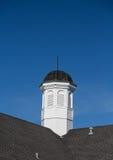 Coupole en bois et d'en cuivre sur le toit Photos libres de droits