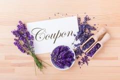 Coupon met lavendelbloemen royalty-vrije stock foto