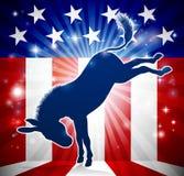Coups de pied politiques de mascotte de Démocrate d'âne Photo stock