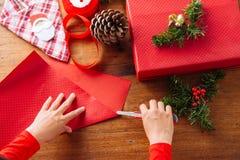 Coupure de l'emballage rouge Photographie stock