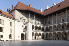 Cour arcadée de wawel royal de château à Cracovie en Pologne Photo stock