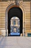 Cour Carrée tramite il cancello della feritoia Fotografia Stock Libera da Diritti