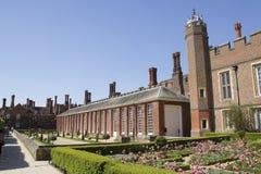 Cour chez Hampton Court Palace qui a été à l'origine construit pour Thomas Wolsey cardinal 1515, plus tard image stock