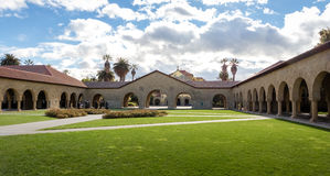 Cour commémorative de Stanford University Campus - Palo Alto, la Californie, Etats-Unis Image libre de droits