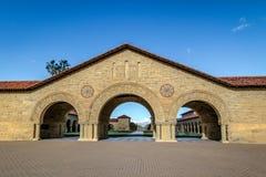 Cour commémorative de Stanford University Campus - Palo Alto, la Californie, Etats-Unis Photographie stock libre de droits
