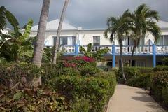 Cour d'hôtel, Providenciales, Turcs et la Caïques Photos stock