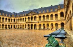 Cour d'honneur dans la résidence de l'Invalids image stock