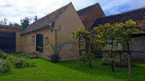 Cour dans la maison, la Transylvanie, Roumanie Photo stock