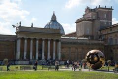 Cour de belvédère dans les musées de Vatican images libres de droits