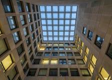 Cour de centre de bâtiment de psychologie Photographie stock libre de droits