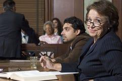 Cour de With Client In d'avocat de défense photographie stock
