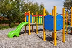 Cour de jeu colorée d'enfants Photos stock