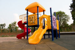 Cour de jeu colorée pour des enfants Image stock