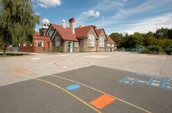 Cour de jeu d'école et construction, Angleterre