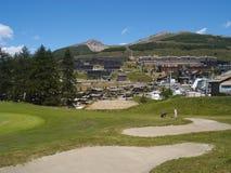 Cour de jeu de golf en montagne Images stock