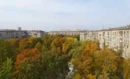 Cour de Moscou en automne en septembre Image libre de droits