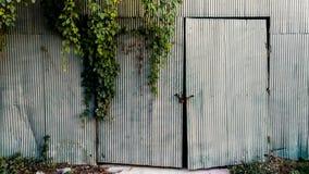 Cour de porte, d'entrée, avant ou arrière, garage, matériel images stock