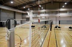 Cour de volleyball d'intérieur Photographie stock libre de droits