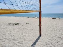 Cour de volleyball de plage image stock
